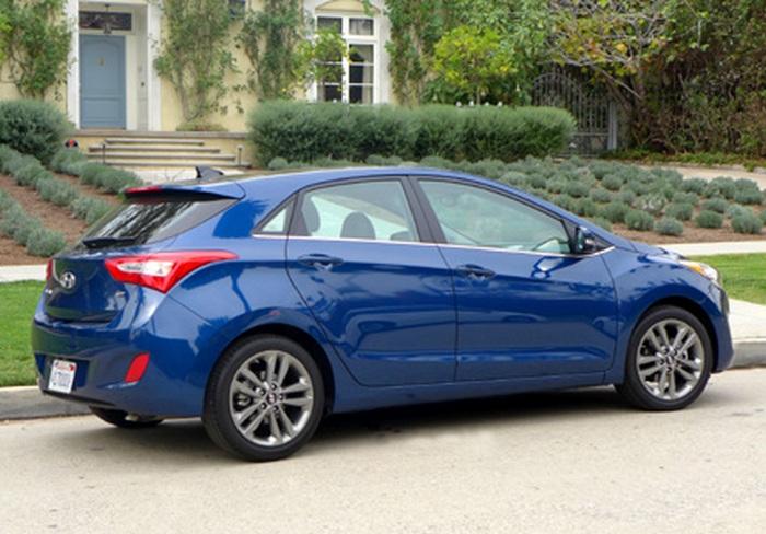 Автомобиль Hyundai Elantra GT.