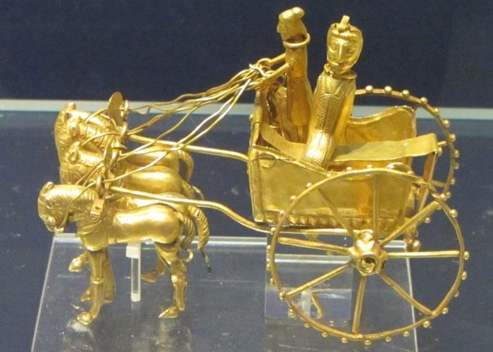 Золотая колесница времен империи Ахеменидов.