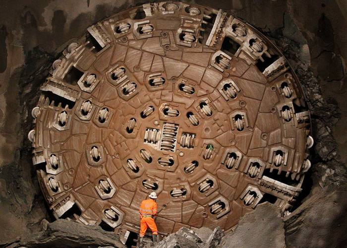 Проходка ЖД Готардского базисного туннеля.