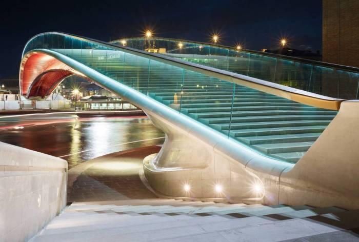 Треть моста - ступеньки.