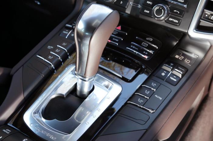 Автоматическая коробка передач переедет на руль авто.