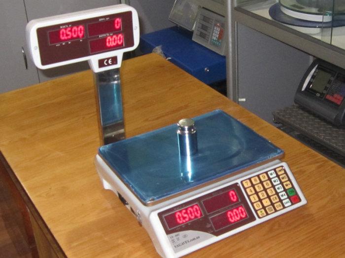 Для чего покупатели в отечественных магазинах кладут смартфон на весы