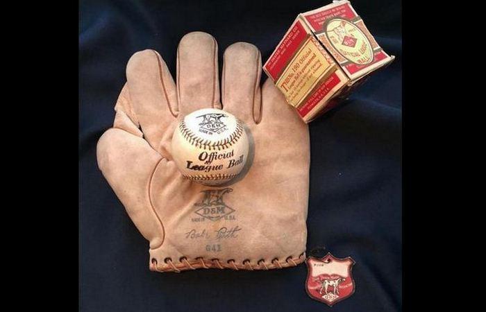 Бейсбольная перчатка Бейба Рута в Норвегии.