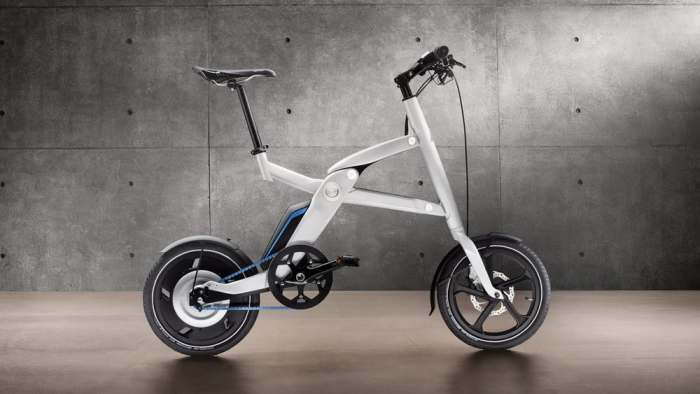 Новенький гибридный скутер-велосипед с электродвигателем.