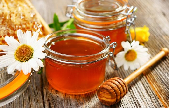 Мед придаст коже свежий, бодрый вид.