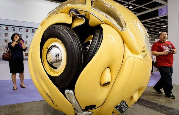 Скульптура из спрессованных авто от Ичвана Нура.