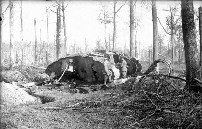 Подбитый танк британской армии.