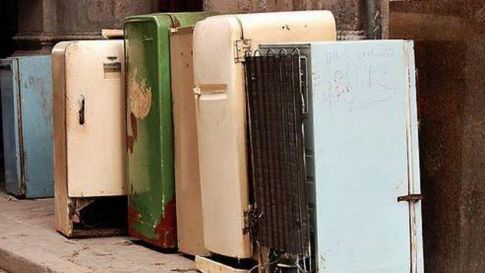 Правило экономии: заменить древний холодильник новым.