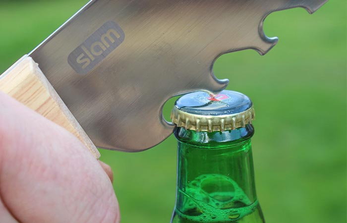 А еще ей можно открывать бутылки.
