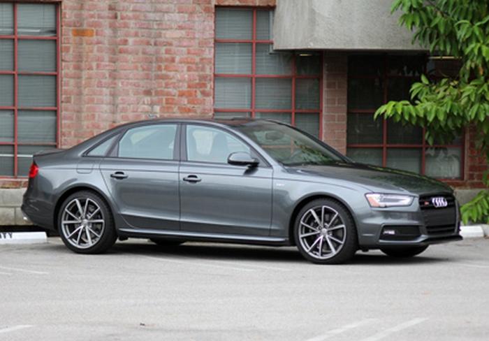 Автомобиль Audi S4 3.0T quattro S tronic.