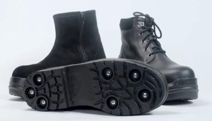 Ботинки с выдвижной подошвой.