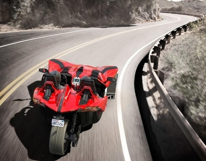 Спорт-трайк Polaris Slingshot с амбициями спорткара.