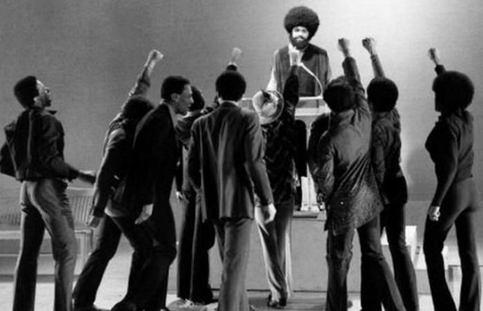 Али сыграл воинствующего чернокожего лектора.