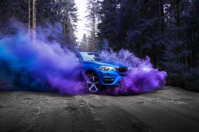 Обращаем внимание не сильно ли коптит автомобиль. |Фото: drive2.ru.