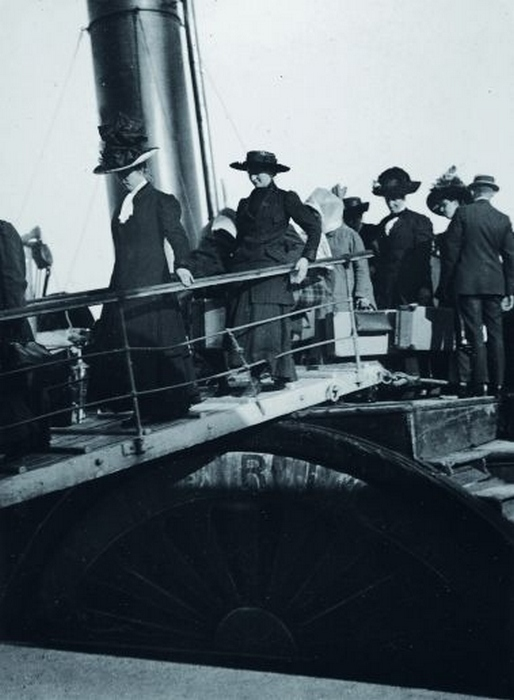 Дамы на трапе Титаника.
