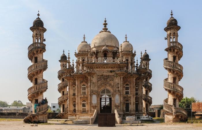 Мавзолей Вазира Бахадуддинхая Хасаинбхая.
