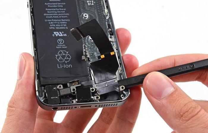IPhone 8 - это отсутствие разъёма для наушников.