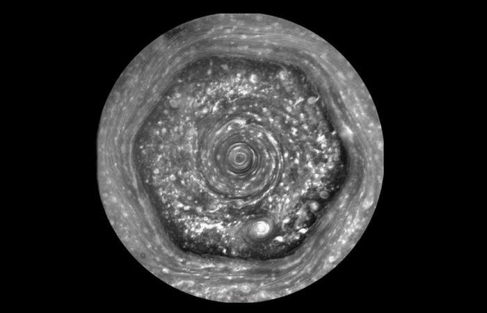 Гигантский шестиугольник Сатурна.
