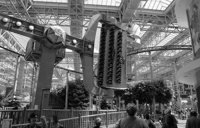В Mall of America есть парк развлечений, аквариум и симуляторы полета.