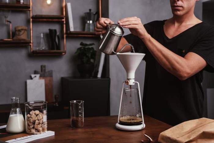 Умная кофеварка, которая командует человеком.