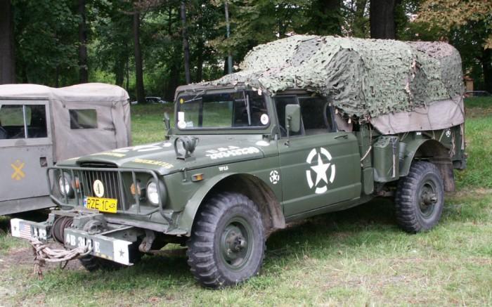 Военный грузовик.