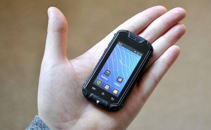 Уникальный гаджет: Nanex - мини-телефон на Android.