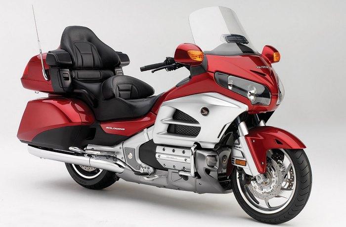 Мотоцикл Honda Goldwing GL-1800.