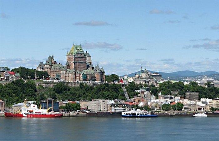 В 1963 году Квебек национализировал электроэнергию.