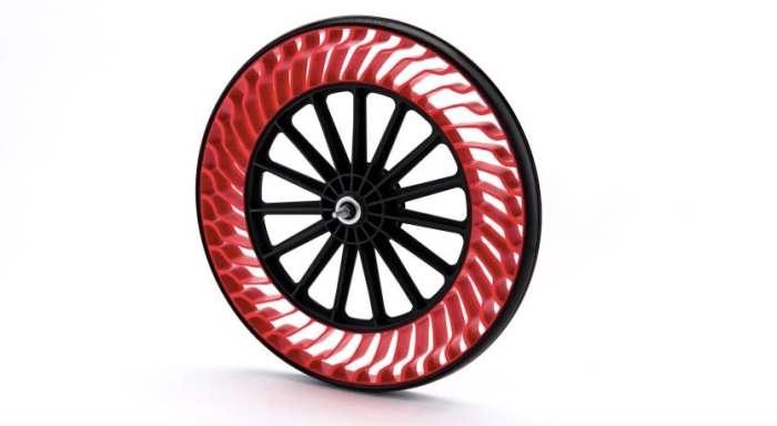 Из тех же материалов, что и обычные шины.