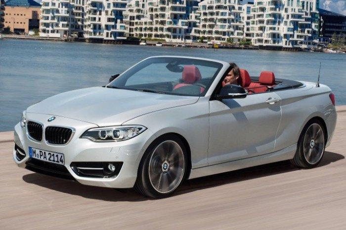 Автомобиль BMW 2 Series.