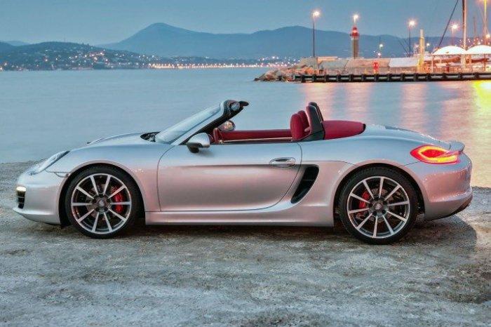 Автомобиль Porsche Boxster.