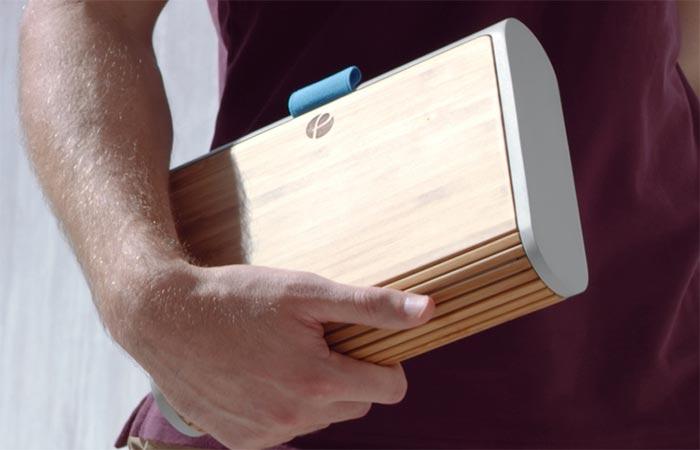 Коробка для ланча имеет габариты 22.8х17.7х5 см.