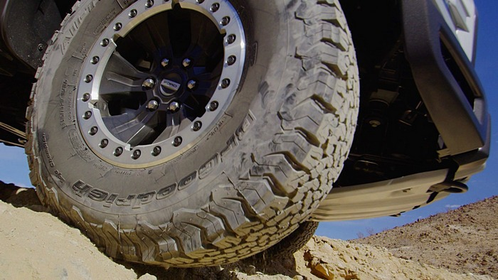 Мощные колеса Ford F-150 Raptor.