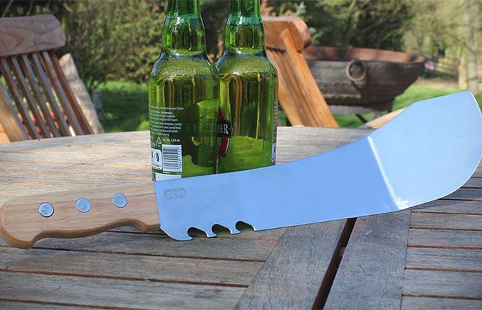 Мачете можно резать, рубить, открывать бутылки, использовать в качестве лопаточки для жарки.