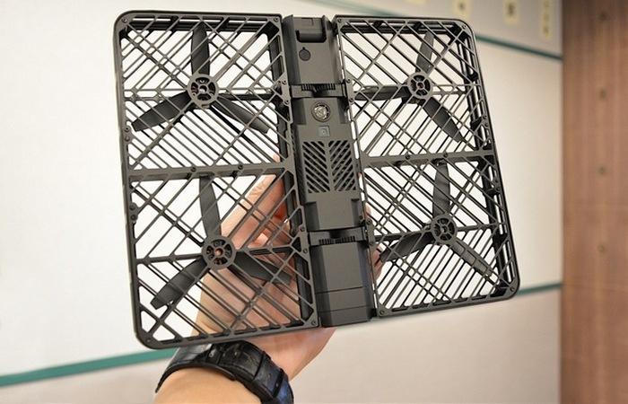 Hover Camera имеет четыре пропеллера.