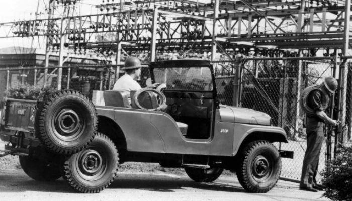 Непопулярный Jeep CJ-6.