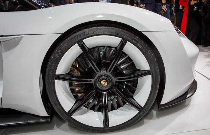 Углепластиковые колесные диски.