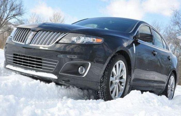 Lincoln MKS.