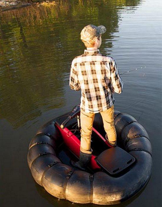 Лодка весит около 7 кг.