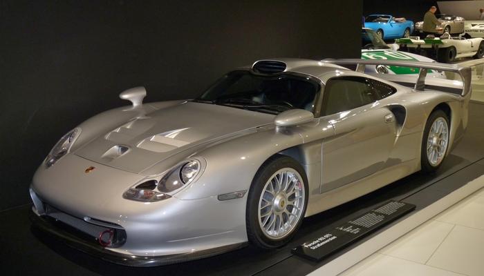Невероятно редкий автомобиль - Porsche 911 GT1.