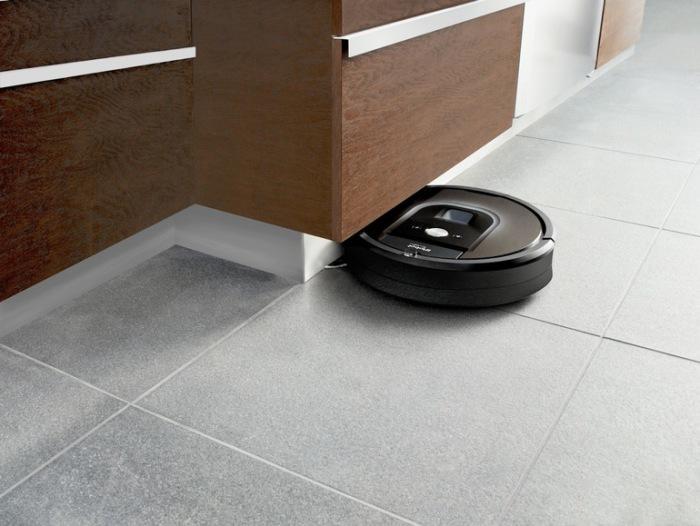 Чистюля Roomba 980.