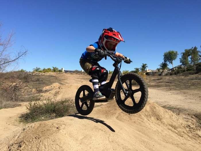 Первый велосипед для ребенка с электродвигателем.
