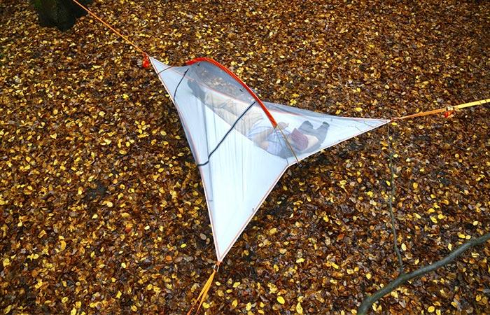 Купол палатки из полиэфирной сетки.