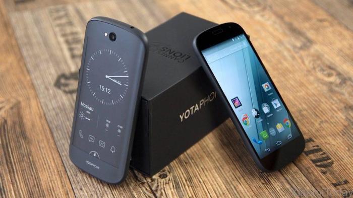 Yotaphone 2 - смартфон с двойным экраном.