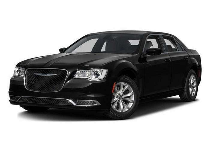 Автомобиль Chrysler 300.
