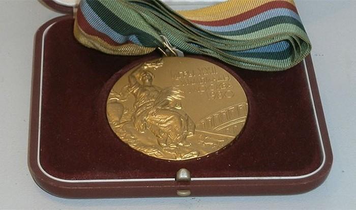 Олимпийская незолотая медаль.
