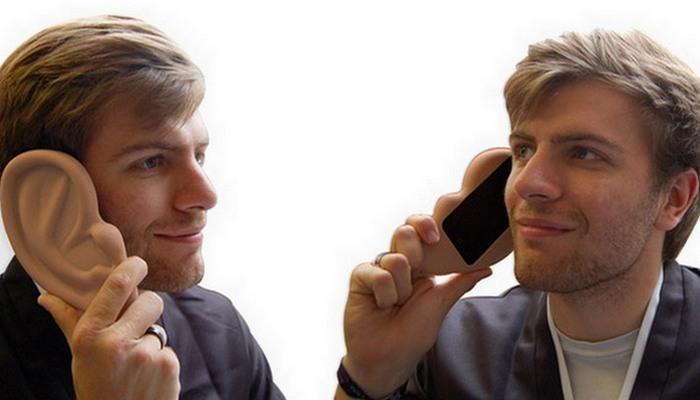 Забавный аксессуар: Ear Case (силиконовое ухо для iPhone).