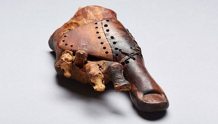 3000-летний протез пальца в Египте.