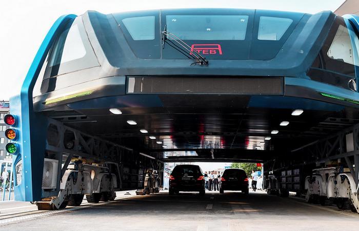 Актуальная инновация: футуристический автобус Transit Elevated Bus.
