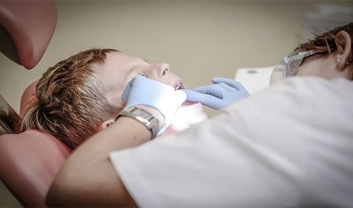 Не ходить к стоматологу при зубной боли.